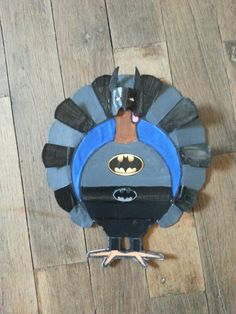 Turkey disguised as Batman for kindergarten project Kindergarten Projects, School Projects, Projects For Kids, School Ideas, Turkey Project, Turkey Craft, Crafts For Boys, Art For Kids, Turkey Disguise