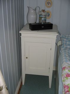 oude nachtkastje