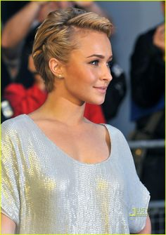 Hayden Panettiere: Hair twist