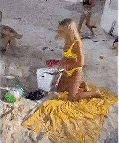 Funny Gifs, Fails, Beach Mat, Outdoor Blanket, Audio, Memes, Funny Short Videos, Meme, Make Mistakes