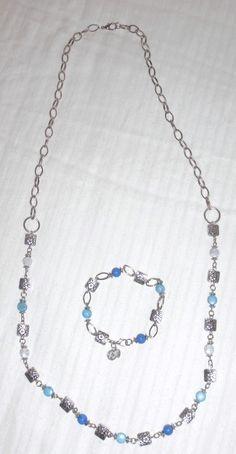 conjunto de collar y pulsera en tonos azules hecho a mano
