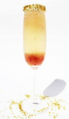 Society Sparkler  ½ large white peach (roughly chopped) ½ ounce freshly squeezed lemon juice 1½ tablespoons sugar 1/4 teaspoon ground cardam...