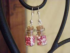 boucle d'oreille en verre avec des perles de couleur a l interieur