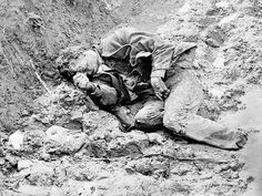 A dead confederate soldier in the trenches at Petersburg, VA
