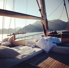 Sailing slumber.. (I can almost hear the water slapping the boat, and smell the fresh sea air.. sigh)