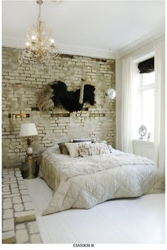 There is something about white brick wall ideas that I really like. No matter what kind of space it is, I like to see a brick wall no matter how small that area is White Brick Walls, Exposed Brick Walls, Vintage Room, Bedroom Vintage, Vintage Style, Vintage Ideas, Quirky Bedroom, Style At Home, Brick Wall Bedroom
