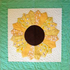 Starwood Quilter: Dresden Plate Quilt Block - Quilting with The Pickles - great sunflower possibilities