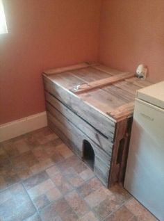 Pallet litter box enclosure for curious dogs.