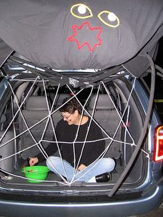 great trunk or treat idea - loves this spiderweb idea - would be easy to do if you could figure out what to use for the legs.