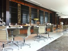 Hong Kong Four Seasons Executive Club business lounge