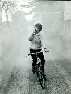 Pascale Petit rides a bike, smokes a cigarette.Pascale Petit Julie the Redhead Julie la rousse Pathé Consortium Cinéma 1959