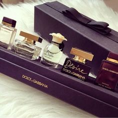 ░✰ᎯℛᎾℳᎯ✰░ Source by Book Perfume, Perfume Tray, Perfume Scents, Perfume Bottles, Fragrance, Parfum Yves Rocher, Expensive Gifts, Beautiful Perfume, Perfume Collection
