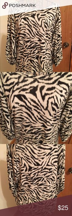 Michael Kor's blouse😄❤ Size medium in great preowned condition black and white very soft😄❤ Michael Kors Tops Blouses