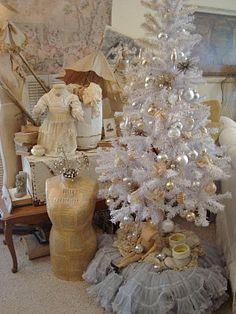 White Christmas-love the petticoat tree skirt. Shabby Chic Christmas, Very Merry Christmas, Christmas Love, Christmas Wishes, All Things Christmas, Christmas Holidays, Christmas Crafts, Christmas Decorations, Christmas Ideas