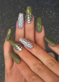 Best Nail Trends for Cute Fall Manicure Beautiful Matte Olive Green Fall Nails with Accent Gold Glitter Nail Design!Beautiful Matte Olive Green Fall Nails with Accent Gold Glitter Nail Design! Matte Green Nails, Gold Glitter Nails, Cute Acrylic Nails, Bling Nails, Cute Nails, My Nails, Cute Fall Nails, Glitter Eyeshadow, Green Nail Designs