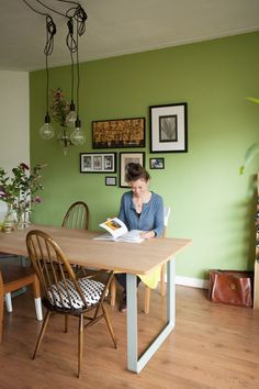 Jennifer and Hans' Bright and Natural Amsterdam Apartment - Jennifer and Hans' professions—an interior designer/owner of design label JAAF and chemist, respectively—have influenced the design of their space. Living Room Colors, Living Room Decor, Dining Room, Amsterdam Apartment, Room Interior, Interior Design, Condo Decorating, Green Rooms, Colorful Interiors