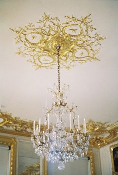 White and gold room - chandelier