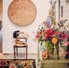 Nice photoshoot with moldovian rug. #flowers #kilimrug www.rozenkelim.nl
