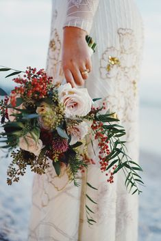 Natural and simple bouquet. The best option for destination wedding flowers is to choose varieties that are local to save money. Bridal Tips, Wedding Tips, Wedding Vendors, Wedding Events, Wedding Photos, Wedding Planning, Wedding Timeline, Diy Wedding, Destination Wedding