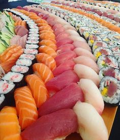 Make Sushi 1 (Posts tagged japanese) Sushi Buffet, Sushi Platter, Sushi Recipes, Asian Recipes, Sushi Love, Sushi Sushi, Sushi Rolls, How To Make Sushi, Edible Food