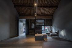 ZAO/standardarchitecture, Micro Hutong hostel in Beijing Small Living, Home And Living, Living Spaces, Living Room, Chinese Architecture, Interior Architecture, Patio Interior, Interior Design, Hutong Beijing