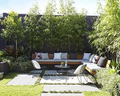 Large backyard landscaping ideas are quite many. However, for you to achieve the best landscaping for a large backyard you need to have a good design. Small Courtyard Gardens, Small Courtyards, Back Gardens, Small Gardens, Outdoor Gardens, Courtyard Design, Patio Courtyard Ideas, City Gardens, Terrace Ideas