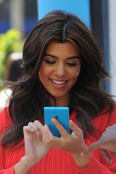 Kourtney Kardashian beautiful rich brown hair + light highlights, and beautiful bronze makeup with nude gloss