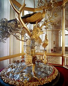 The Peacock Clock at the Winter Palace is another not-to-be-missed piece of art, housed in the Pavilion Hall of the Small Hermitage . For more than 2 centuries now the Hermitage has been adorned by this century unique exhibit that never fails to e Catalina La Grande, Catherine The Great, Winter Palace, Hermitage Museum, Faberge Eggs, Petersburg Russia, Imperial Russia, Objet D'art, Art Pieces