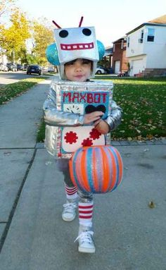 A Robot | 30 Best DIY Kids Halloween Costumes Your Mom Never Made For You The head piece!
