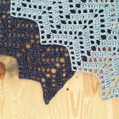 My brand new crochet zig zag shawl - Crochet zig zag shawl Filet Crochet, Crochet Zig Zag, Quick Crochet, Crochet Motifs, Crochet Flower Patterns, Knit Or Crochet, Crochet Shawl, Crochet Crafts, Crochet Stitches