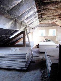 Dachgeschoss während des Umbaus Outdoor Furniture, Outdoor Decor, Sun Lounger, Hammock, Home Decor, Blue Houses, Narrow Rooms, Fire Safety, Chaise Longue