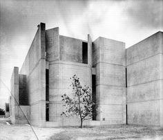 Jonas Salk Institute, La Jolla, California, 1960-63 - Louis Kahn Louis Kahn, Jonas Salk, La Jolla California, Concrete Structure, Space Architecture, Brickwork, Haunted Places, Brutalist, Mid Century Design