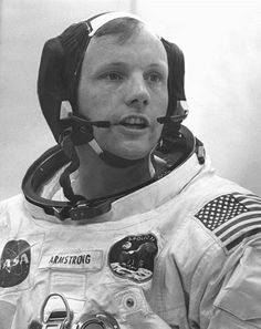 Perhaps the most famous astronaut of all time, the first human being to walk on the moon, pioneer in the Apollo program, and hero to many, Neil Armstrong has passed away today at the age of Alo… Neil Armstrong, Apollo 11, Apollo Nasa, Cincinnati, Cleveland, Programa Apollo, Apollo Missions, One Small Step, Space Race
