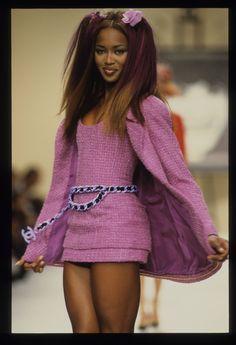 Chanel Spring 1994 Ready-to-Wear Fashion Show - Naomi Campbell (Marilyn) Fashion 90s, Tokyo Street Fashion, Couture Fashion, Runway Fashion, High Fashion, Fashion Show, Vintage Fashion, Fashion Outfits, Fashion Design