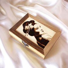 This unique jewelry box was inspired by geishas and their elegance. It can be a great gift for any occasion, such as birthday, graduation, christmas, or house warming. The box was made using pyrography and has a mirror and beautiful red felt on the inside. You can see more photos on the link. Red Felt, Wooden Jewelry Boxes, Pyrography, House Warming, Birthday Gifts, Great Gifts, Graduation, Rings For Men, Inspired