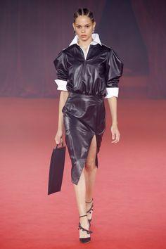 Off-White Spring 2018 Ready-to-Wear  Fashion Show - Hiandra Martinez