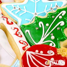 Best Tasting Sugar Cookie Icing - 4 ingredients and 5 minutes! People have been begging for this frosting recipe for years. (sugar cookie recipes with royal icing) Sugar Cookie Frosting, Best Sugar Cookies, Christmas Sugar Cookies, Holiday Cookies, Halloween Desserts, Christmas Desserts, Christmas Treats, Christmas Recipes, Christmas Decorations