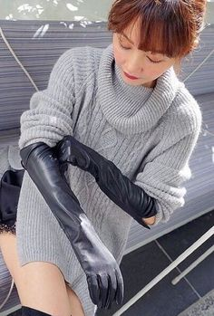 Sexy Asian Girls, Beautiful Asian Girls, Elegant Gloves, Winter Boots Outfits, Black Leather Gloves, Rubber Gloves, Long Gloves, Power Dressing, Leather Fashion