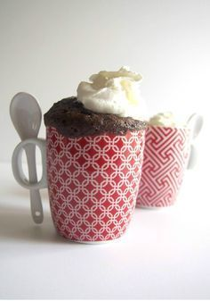 1 Minute Chocolate Chip Brownies in a Mug - This dessert recipe is a fun way to whip up chocolate brownie deliciousness for two: Get out the mugs and set the microwave for a minute (give or take a second or two). Mug Recipes, Kraft Recipes, Best Dessert Recipes, Fun Desserts, Kraft Foods, Delicious Recipes, Recipies, Wow Recipe, Chocolate Chip Brownies