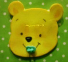Winnie Pooh bebé en goma eva
