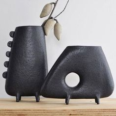 The Arse Vase is precisely what it sounds like. Each Arse Vase is handmade with a great deal of love and attention. In addition, the vase is entirely handmade, without the usage of molds. Ceramic vases are a breeze… Continue Reading → Contemporary Ceramics, Modern Ceramics, Ceramic Clay, Porcelain Ceramics, China Porcelain, Painted Porcelain, Hand Painted, Pottery Vase, Ceramic Pottery