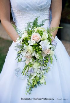 Brisbane Wedding Photographers, green white and pink wedding teardrop flowers, Christopher Thomas Photography