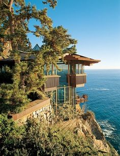 BIRD'S-EYE VIEW  Perched Over the Pacific, a Central California House Soars