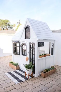 White Modern Farmhouse Cottage Playhouse Hack - How cute is this little cottage farmhouse for a kids' playhouse! Backyard Playhouse, Build A Playhouse, Modern Playhouse, Playhouse Ideas, Girls Playhouse, Toddler Outdoor Playhouse, Costco Playhouse, Painted Playhouse, Outdoor Baby