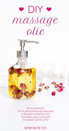 Zelf massageolie maken met lustopwekkende etherische oliën is makkelijk, snel en het recept voor een perfecte romantische avond voor twee.