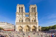 © Pawel Libera/Getty Images Catedral de Notre Dame, Francia Situada en París, la construcción de esta catedral comenzó en 1163 y se completó en 1345.