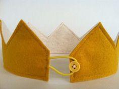 Image of Mustard Felt Crown - For the birthday boy/girl in class! Felt Diy, Felt Crafts, Sewing Projects For Kids, Sewing Crafts, Diy For Kids, Crafts For Kids, Fabric Crown, Felt Crown, Diy Crown