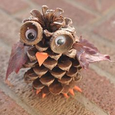 DIY Pinecone Owl by broogly: These adorable pine cone owls are a fun autumn craft for kids of any age. You can combine this craft with a nature hike to find the pine cones, acorn cups and leaves used in the activity. Acorn Crafts, Owl Crafts, Preschool Crafts, Fall Preschool, Primitive Crafts, Halloween Crafts, Holiday Crafts, Pinecone Owls, Fall Crafts For Kids
