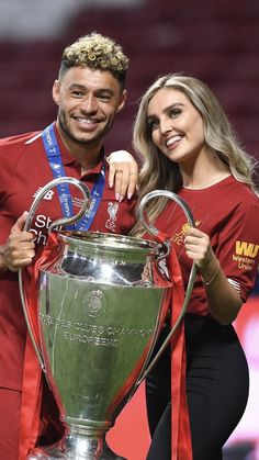 Alex Oxlade-Chamberlain et Perrie Edwards UCL Championship. Liverpool Football Tickets, Liverpool Players, Fc Liverpool, Liverpool Fc Wallpaper, Liverpool Wallpapers, Premier League Tickets, Perrie Edwards Style, Liverpool Champions League, Salah Liverpool