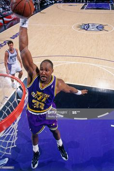 News Photo : Karl Malone of the Utah Jazz dunks against the. Karl Malone, Nba Players, Basketball Players, Basketball Court, Utah Jazz, Sacramento Kings, Legends, Mountain, Lost